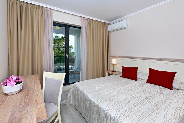 White Rock Castle Suite Hotel - DBL room (SGL use)